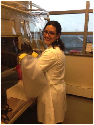 Natalia Blanco working in the lab